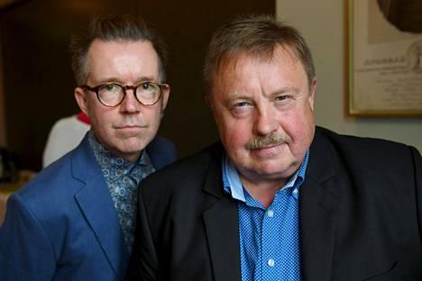 Hiljaiset perivät maan -oopperan tekevät libretisti ja ohjaaja Tuomas Parkkinen sekä säveltäjä Jukka Linkola.
