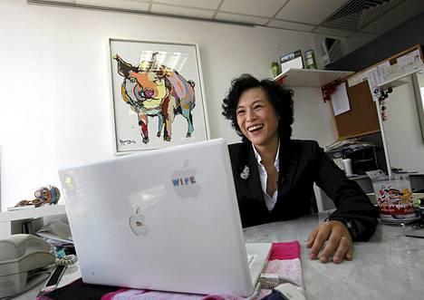 Gigi Chao luki sähköpostiinsa tulleita kosintoja toimistossaan Hong Kongissa torstaina.