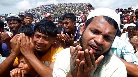 Tuhansia rohingya-pakolaisia osallistui maastapaon kaksivuotistilaisuuteen bangladeshilaisessa Cox's Bazarin pakolaisleirissä elokuussa 2019.