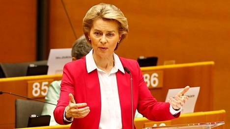 Euroopan komission puheenjohtaja Ursula von der Leyen puhuu Euroopan parlamentissa Brysselissä keskiviikkona.