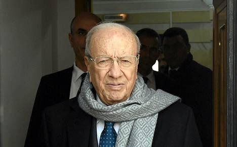 Beji Caid Essebsi saapumassa puolueensa päämajaan Tunisissa vaalitulosten ratkettua.
