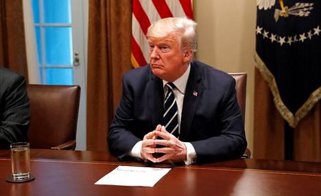Trump tapasi kongressin edustajia tiistaina Washingtonissa.