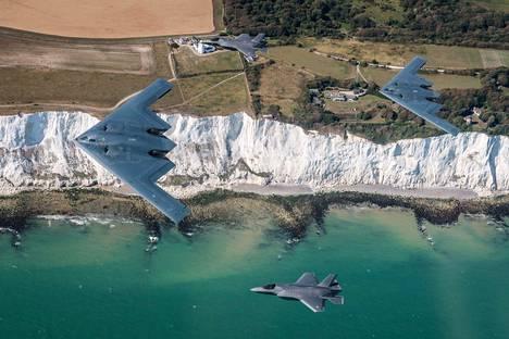 Kaksi amerikkalaista B-2-häivepommittajaa harjoitteli elokuun lopulla yhdessä Britannian F-35-hävittäjien kanssa.