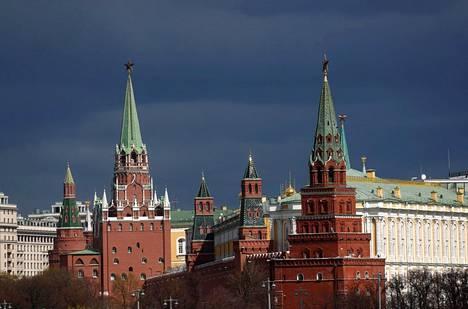 VTimesin perusti joukko journalisteja, jotka olivat lähteneet talouslehti Vedomostista. Sen toimittajat olivat syyttäneet päätoimittajaa siitä, että lehti taipuu Kremlin määräämään sensuuriin. Kuvassa Kreml huhtikuussa 2020.
