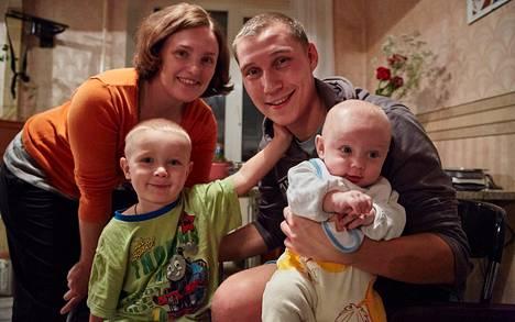 Margarita Pokorskajan ja Ilja Volkovin alle puolivuotias kuopus sai nimekseen Timofei. Veli Nikolai on 3,5-vuotias.