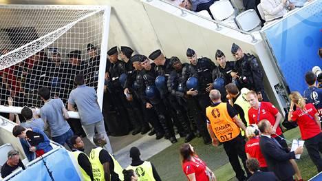 Ranskassa järjestettävissä jalkapallon EM-kisoissa on terroriuhan vuoksi massiiviset turvatoimet.