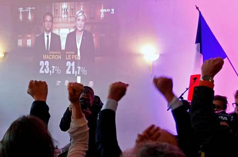 Ranskan Kansallisen rintaman Marine Le Penin kannattajia vaalivalvojaisissa sunnuntai-iltana Lyonissa.