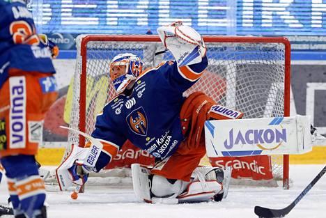 Niklas Bäckström torjui voiton HIFK:sta Tapparalle.