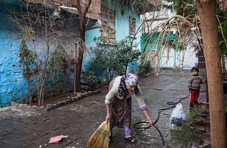Turkin kurdialueen pääkaupungissa Diyarbakirissa asuu tuhansia tuhotuista kylistä paenneita kurdeja.
