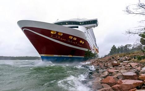 Viking Linen matkustaja-alus Viking Grace ajoi karille Maarianhaminan edustalla.
