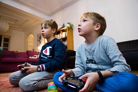 Otso, 9, ja Ahti, 7, Tuohinen, saivat viikon ajan pelata lähes rajoittamattomasti. He eivät tehneet juuri mitään muuta.