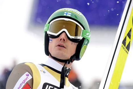 Hannu Manninen ei päässyt tasolleen yhdistetyn joukkuekisan mäkiosuudella.