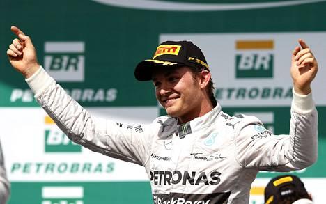 Nico Rosberg juhli Brasilian GP:n voittoa Interlagosin radalla 9. marraskuuta.
