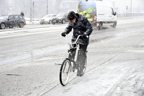 4. maaliskuuta: Räntää satoi. Pyry ja sohjoiset tiet vaikeuttivat liikennettä.
