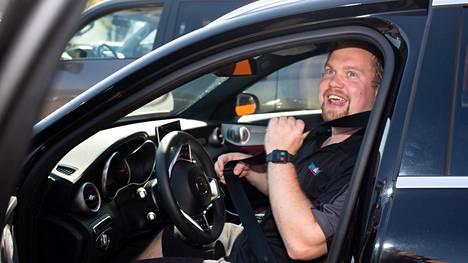 Miika Aallos on juuri ostanut käytetyn Mersun ja antanut vaihdossa entisen autonsa.