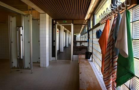 Tältä Leppävaaran uimahallin suihkuhuoneessa näytti pintaremontin jälkeen vuonna 2008. Tulevan remontin yhteydessä suihkuhuone ja pukuhuonetilat uusitaan kokonaan.