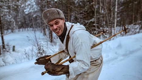 Väinö Linnan Tuntemattomassa sotilaassa Rahikainen pyörittää naiskauppaa Petroskoissa. Aku Louhimiehen elokuvaversiossa Rahikaista esitti Andrei Alén.