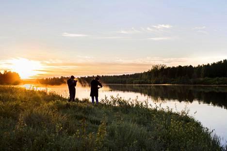 Aurinko öisessä horisontissa Sodankylässä 13. kesäkuuta.