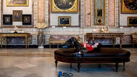 Suomi ja muut EU-maat joutuvat ottamaan velkaa selvitäkseen koronapandemian taloudelle aiheuttamasta iskusta. Suurimmassa pinteessä ovat jäsenvaltiot, joissa julkisen talouden velka oli jo valmiiksi suuri. Kuva on Rooman Galleria Borghesesta sen auettua uudelleen yleisölle 19. toukokuuta.