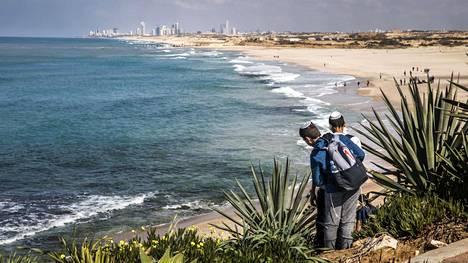 Vedenottoputkia ei näe rannasta, sillä putket veden alla. Sorekin suolanpoistolaitos on 2,5 kilometrin päässä rannasta.