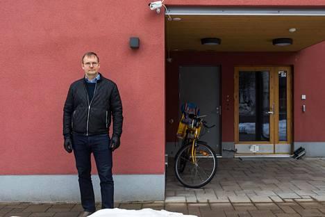 Jukka Puhto rakennutti siskonsa perheen kanssa oman kerrostalon Pikku Huopalahteen.