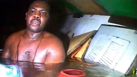 Sukeltajat löysivät Harrison Odjegban ilmastaskusta, jossa hän oli selviytynyt kolme päivää hinausaluksen upottua Nigerian rannikolla.
