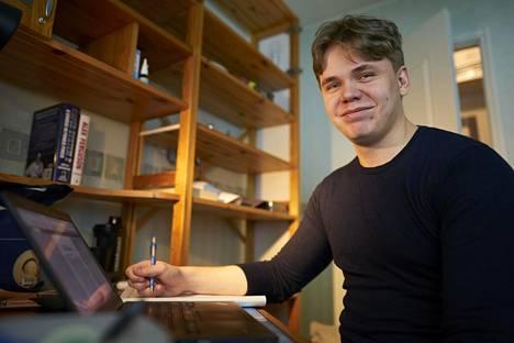 Espoolainen Joel Rantanen sai opiskelupaikan Lapin yliopiston oikeustieteellisestä ylioppilastodistuksen arvosanojen perusteella. Hän pyrkii vielä pääsykokeen avulla opiskelemaan lähemmäs kotipaikkakuntaansa.