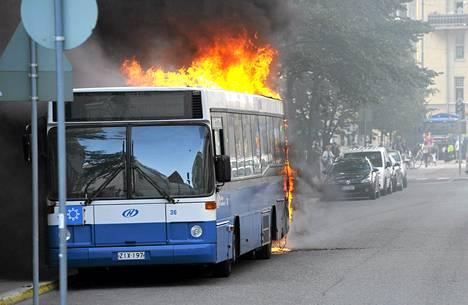 HSL:n linja-auto paloi Helsingissä elokuussa 2011.