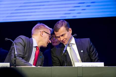 Tulevaisuuden valtiopäivillä Porvoossa pidettiin myös yleisölle avoin valtioneuvoston kokous. Kuvassa maatalous- ja ympäristöministeri Kimmo Tiilikainen (kesk) ja valtiovarainministeri Petteri Orpo (kok).
