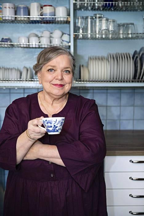 Kirsti Manninen kirjoittaa romaaneja kirjailijanimellä Enni Mustonen.
