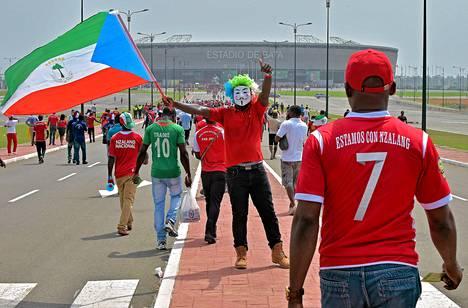 Guinean fanit saapuivat Bata-stadionille lauantaina ennen Guinean ja Kongon ottelua lohko A:ssa.