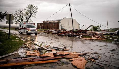 Tornado aiheutti pahoja tuhoja Thurmanin kaupunhissa Iowassa lauantaina.