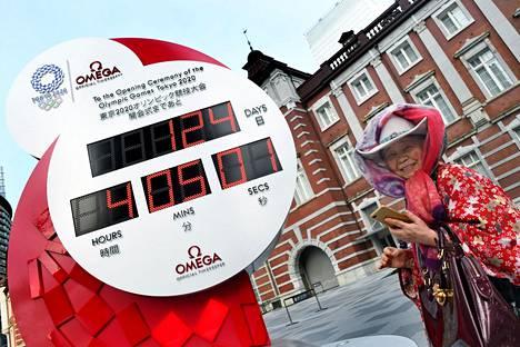 Laskuri näytti sunnuntaina Tokiossa, kuinka monta päivää kisojen alkuun on.