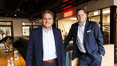 Friends & Brgrsin toimitusjohtaja Peter Fagerholm (vas.) ja Noho Partnersin toimitusjohtaja Aku Vikström helmikuussa Helsingissä tiedotustilaisuudessa.