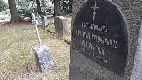 Venäläisen upseerin Aleksandr Dmitrievskin hauta on Malmin hautausmaalla.