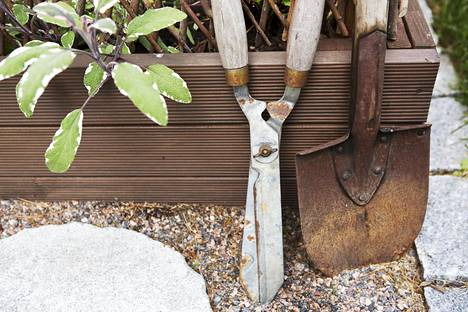 Puutarhan työkalut tarvitsevat huoltoa silloin tällöin.