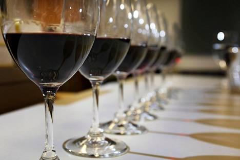 Kaanaan häissä nautitusta viinistä tiedetään, että se oli tavallista parempaa ja sitä oli runsaasti.