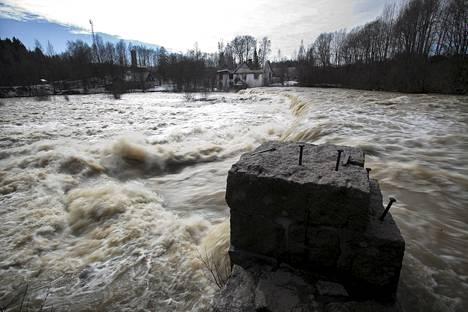 Vantaanjoen kevättulvaa viime vuodelta.
