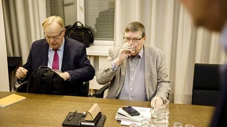 Postin työkiistan ratkaisemista tukemaan pyydetyt selvityshenkilöt, SAK:n entinen puheenjohtaja ja entinen ministeri Lauri Ihalainen sekä entinen EK:n työmarkkinajohtaja Lasse Laatunen olivat perjantaiaamuna valtakunnansovittelijan toimistolla.