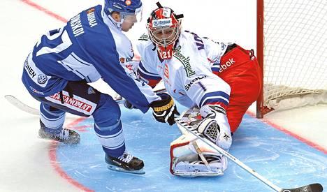 Joonas Donskoi teki harhauttamalla yhden maalin Tšekin maalivahdin Jakub Kovarin taakse. Toisessa maalissaan hän laukoi kattoon.