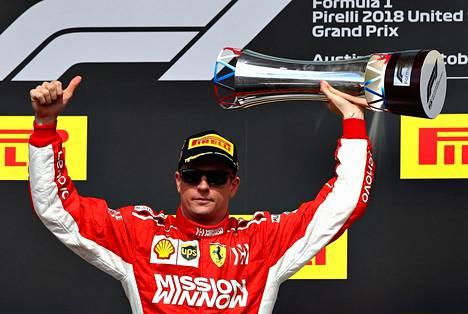 Kimi Räikkönen juhli voittoa Austinin osakilpailussa 21. lokakuuta.