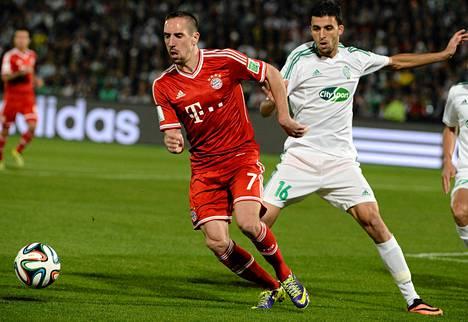 Franck Ribéry (vasemmalla) johdatti Bayern Münchenin seurajoukkueiden maailmanmestariksi lauantaina. Finaalissa kaatui marokkolainen Raja Casablanca.