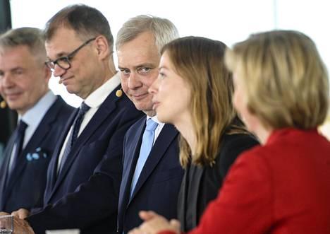 Pekka Haavisto (vihr), Juha Sipilä (kesk), Antti Rinne (sd), Li Andersson (vas) ja Anna-Maja Henriksson (rk) esittelivät hallitusohjelmaa maanantaina Helsingin Oodi-kirjastossa.