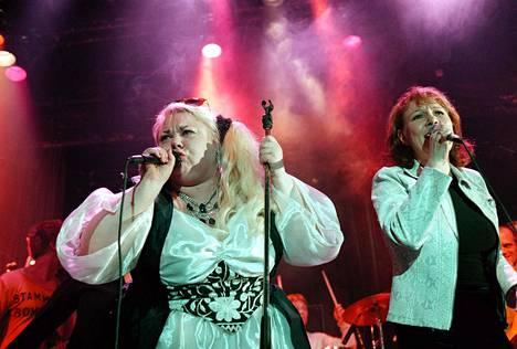 Rokkinaiset Tavastialla -keikalla esiintyivät muun muassa Heinäsirkka ja Vicky Rosti.