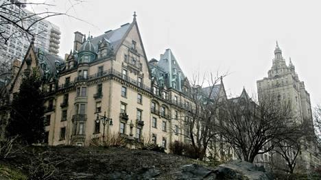 Dakota House joulukuussa 2005, jolloin asunto-osuuskunnan omapäinen hallitus päätti, että Antonio Banderas ja Melanie Griffith eivät saa lupaa huoneiston ostamiseen rakennuksesta.