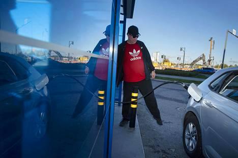 Petri Nyström on laskenut, että biokaasulla ajaminen tulee hieman edullisemmaksi kuin bensalla.