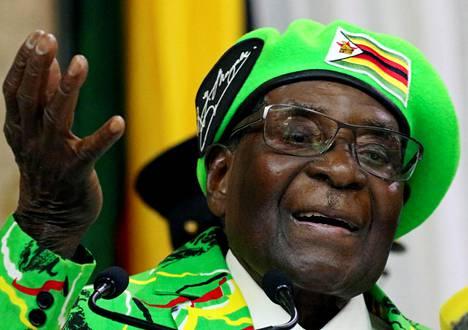 Robert Mugabe puhui puolueensa nuorisojärjestön tapahtumassa Zimbabwen pääkaupungissa Hararessa lokakuun alussa.