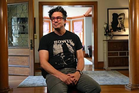 Rna-rokotteen kehittäjä ja entinen Harvardin professori Derrick Rossi kotonaan Bostonissa. Hänellä on suomalainen vaimo, kolme tytärtä ja kaksi saunaa.