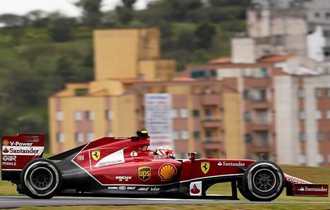 Kimi Räikkösen ja Ferrarin katse on jo ensi kaudessa.