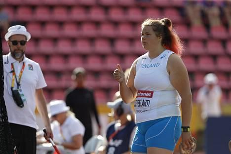 Helena Leveelahti on MM-hopeaa kiekonheitossa.